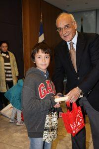 HELMEPA Board General Secretary Dimitris Lemonidis presenting children with their commemorative certificates