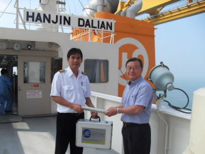 ISS Executive Managing Director, John Song, handing the LRV baton to the Master of MV Hanjin Dalian, Captain Real Eduardo Rivarzez, for its journey to Jakarta, Indonesia.