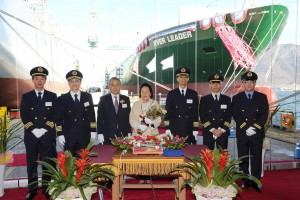 Bronson Hsieh, Second Vice Group Chairman of Evergreen Group (third left), Sook-Je Lee, sponsor for the new ship's rope cutting (central) and the crew of Ever Leader