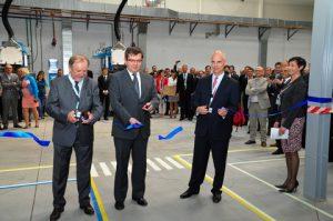 From left to right Andrzej Suchecki, Managing Director Centromost Płock, Jarosław Urbaniak, Mayor of Ostrów Wielkopolski and Tim Knavish, Vice President PPG PMC