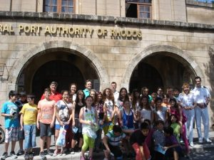"""Educational visit to the Central Port Authority of Rhodes by """"HELMEPA Junior"""" members."""