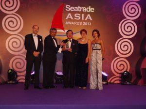 Noboru Ueda (middle) receiving the Seatrade Lifetime Achievement Award