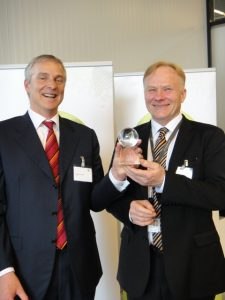 To the left: Mr Pierre Girardin, Executive Vice President for CEVA Logistics in the BeneluxTo the right: Mr Christian Rönnholm, Director, Global Parts Management, Wärtsilä Services