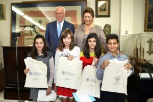 The four students from the Heliades Private School in Salamina with their commemorative special HELMEPA gifts, together with the President of the Museum and HELMEPA's Director General.