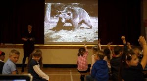 Katy tells Belfast children the story of Wojtek the Soldier Bear