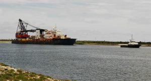 The 'Hyundai 60' barge under tow, passing the Vridi Channel to enter in the port of Abidjan