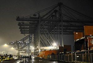 Zhen Hua 26 Bring 5 Gantry Cranes for Rotterdam Port.  Photographer:  Ed van den Hoek.  Permission: Seavision/WISTA-UK