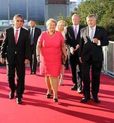 (From left) Chairman of the DNV GL Board Leif-Arne Langøy, Norwegian Prime Minister Erna Solberg, and DNV GL President and CEO Henrik O. Madsen arrive at the party.