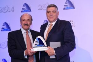 19)Nicky A. Pappadakis receiving the Lloyd's List / Propeller Club Lifetime Achievement Award from Antonis Comninos of sponsor the Target Group.