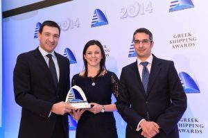 5)Alexander Prokopakis of sponsor JetOil Bunkering presenting the Tanker Company of the Year Award to Marina Hadjipateras and Dimitris Orfanos of Dorian LPG.