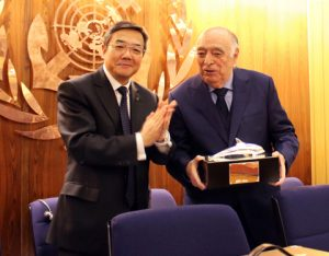 IMO Secretary-General Sekimizu presents the prize to Dr. Salgado y Salgado