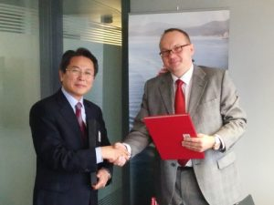 Mr. Jeon Jeong-chong, General Manager of KR's Convention & Legislation Service Team with Mr. Robert Biwer, Commissioner for Maritime Affairs, Government of the Grand-Duchy of Luxembourg
