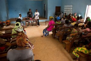 A social mobilisation team talks to a group of people in Freetown, Sierra Leone, about promoting health and facilitating community acceptance of new surveillance, clinical care and burial procedures, 22 December 2014. UN Photo/Martine Perret