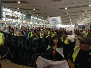 Lectura de Foto- Movilización de Sindilanex en Aeropuerto de Santiago.