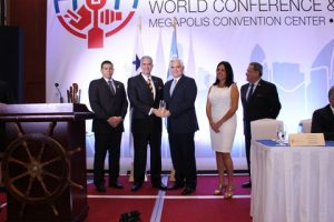 Julio De La Lastra, MOL, receiving Maritime Personality Award from Jorge Quijano, Canal Administrator
