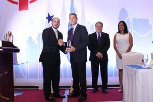 Stacy Hatfield from Manzanillo International Terminal receiving the Social Responsibility Award from the Panama Maritime Administrator Jorge Barakat