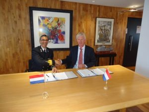 CDR (LD) mr. R.R.H. Laurens (Head of Purchase Department Projects at the Ministry of Defense),  Jelle Loosman (Managing Director of Damen Shipyards Den Helder BV.)
