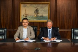 Baoham Offshore General Manager Xu Jun and President and COO of ABS Greater China Division Eric Kleess sign the class award contract for a newbuild semi and liftboat at ABS world headquarters in Houston. (Image courtesy of ABS)