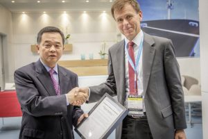 Tor E. Svensen, CEO of DNV GL – Maritime, presents Yoon Moon-kyoon, Senior Executive Vice President & COO of HHI's Shipbuilding Division, with the Approval in Principle certificate for the SkyBench concept