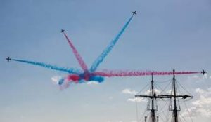 Red Arrows show-stopping display thrills visitors at the Southampton Boat Show