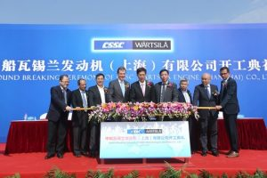 Picture from the ground breaking ceremony with Roger Holm, Senior Vice President, Engines, Wärtsilä Marine Solutions and Wu Qiang, President of CSSC, in the middle.