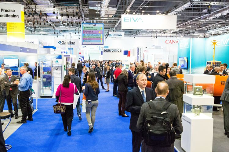 OI 2014 crowded aisles