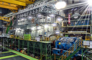 Alternate views of the 11G95ME-C9.5 engine during its shop test in Korea (courtesy Doosan) - side two