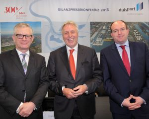 From left to right (©duisport/Köppen):Prof. Thomas Schlipköther (Member of the Executive Board), Erich Staake (Chief Executive Officer), Markus Bangen (Member of the Executive Board)