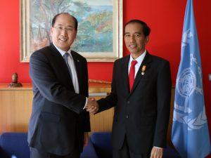 IMO Secretary-General  Kitack Lim with Indonesian President  Joko Widodo