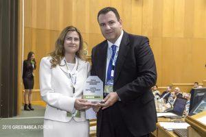 Niki Kalogiratou receiving from Apostolos Belokas the Excellence Award
