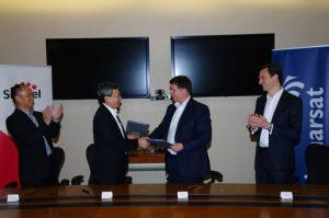 far left, Mr Lim Kian Soon, Head of Satellite Business, Singtel; far right – Jonathan Wood, Vice President, Application Partner Development, Inmarsat Maritime