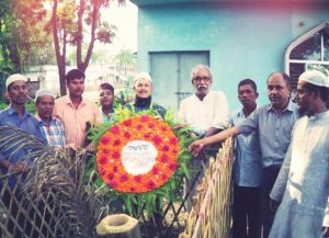 (© BILS - Trade unionists visit grave of killed worker)