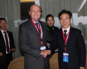 Andreas Tsavliris with the Mayor of Zhoushan, Zhou Jiangyong, head of the Chinese delegation