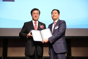Eric Sung, President and CEO of Intellian receives 'World Class 300' certificate
