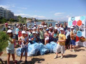 Coastal cleanup at Kellarios Bay of Thessaloniki organized by the Department of Environmental Actions of the Municipality of Thessaloniki in cooperation with the 89th Elementary School of Thessaloniki
