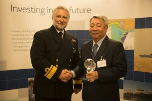 Dr Parry Oei (right), recipient of the 2016 Alexander Dalrymple Award, with Rear Admiral Tim Lowe, UK National Hydrographer (left)
