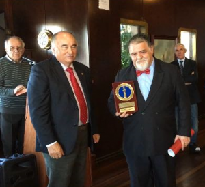 """Capt. Francisco Freire, President of OP ANACEF, presented the """"Lighthouse of the sea"""", sent by the Port Authority of Tenerife"""