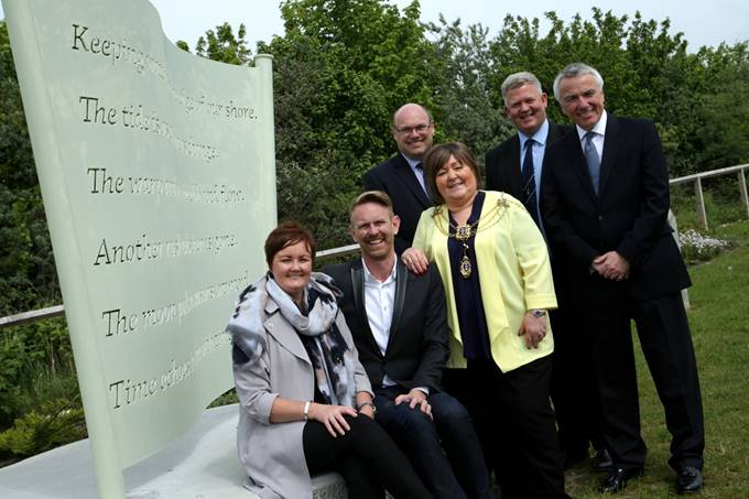 l-r Artist Debi Keable; City of Culture of CEO Martin Green; ABP Head of Projects Humber, Simon Brett; Former Lord Mayor of Hull, Anita Harrison; Tim Rix, MD, JR Rix & Sons Ltd. And Simon Bird, ABP Director Humber at the unveiling event in May 2016 (image courtesy of ABP -