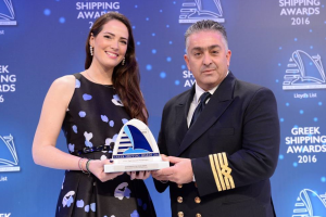"Natalia Tsavliris-Vassilopoulos presenting the ""Seafarer of the Year Award"" to Captain (MN) Diamantis Papageorgiou"