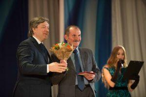 Nikolay Tekuchev (centre), pumpman of tanker NS Concord receives Rosmorrechflot Memorial Badge