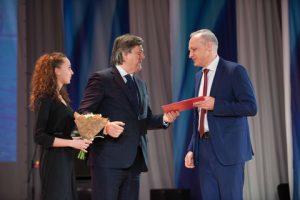 Right -Alexey Khaydukov MD SCF Management Services (Novorossiysk) receiving certificate from Victor Olersky Russia's Deputy Minister Transport